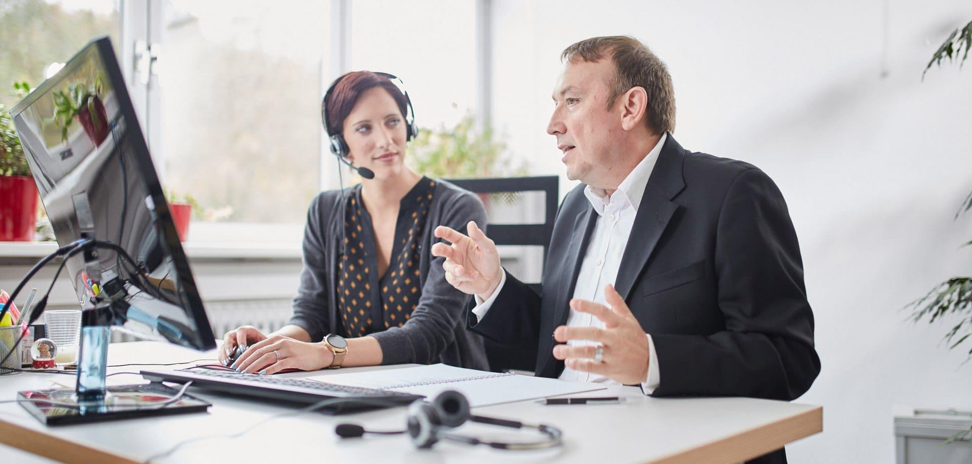 business coaching vertriebsberatung frau mit headset